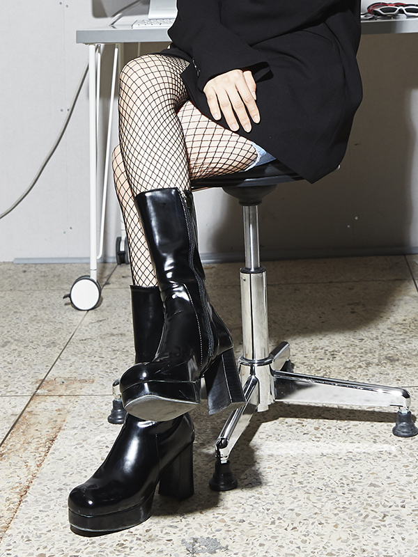 ACIDITY - GLOSSY MIDDLE BOOTS (BLACK)